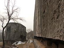 [Imagem: 220px-Yangshan_Quarry_-_Monument_Body_an...060893.JPG]