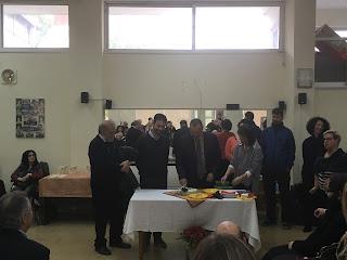 Ο Αντιδήμαρχος Δημήτρης Αποστολόπουλος κόβει κομμάτι στην πίτα