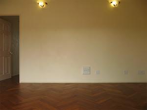 住宅の床に使用したチーク無垢フローリングのヘリンボーンタイプ・リビング