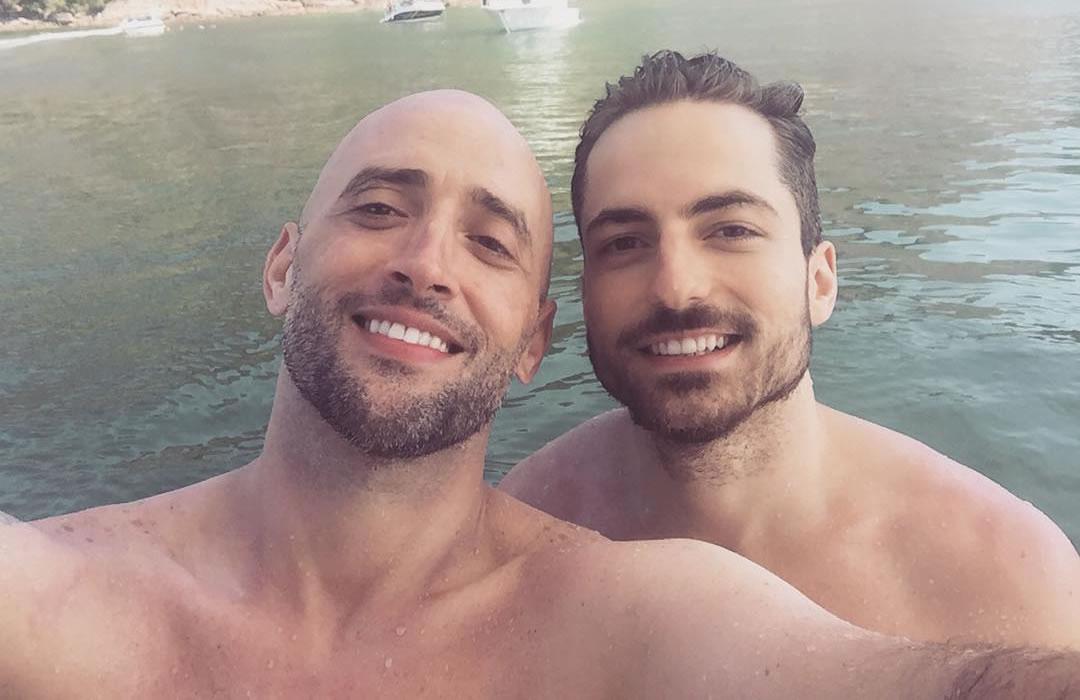 Paulo Gustavo e Thales Bretas anunciam que serão pais de gêmeos