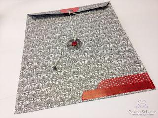 duża koperta ozdobna z papieru do scrapbookingu czarna kolorowa czerwona