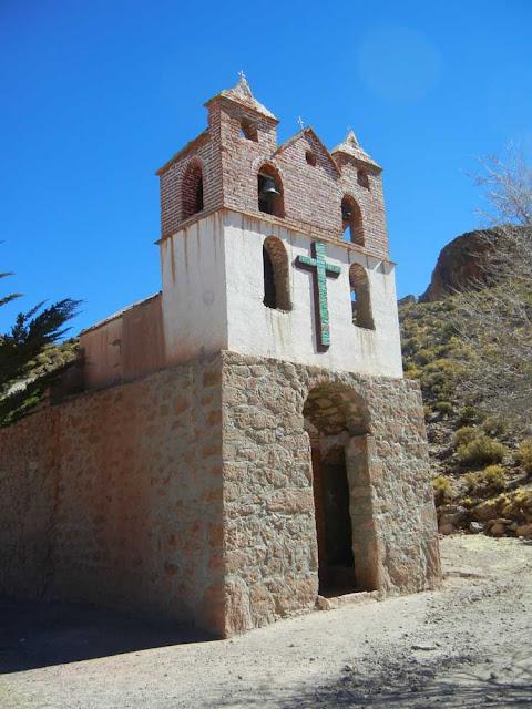 Danach ging es rauf ins auf über 4000 Meter hoch gelegene Quillacas.