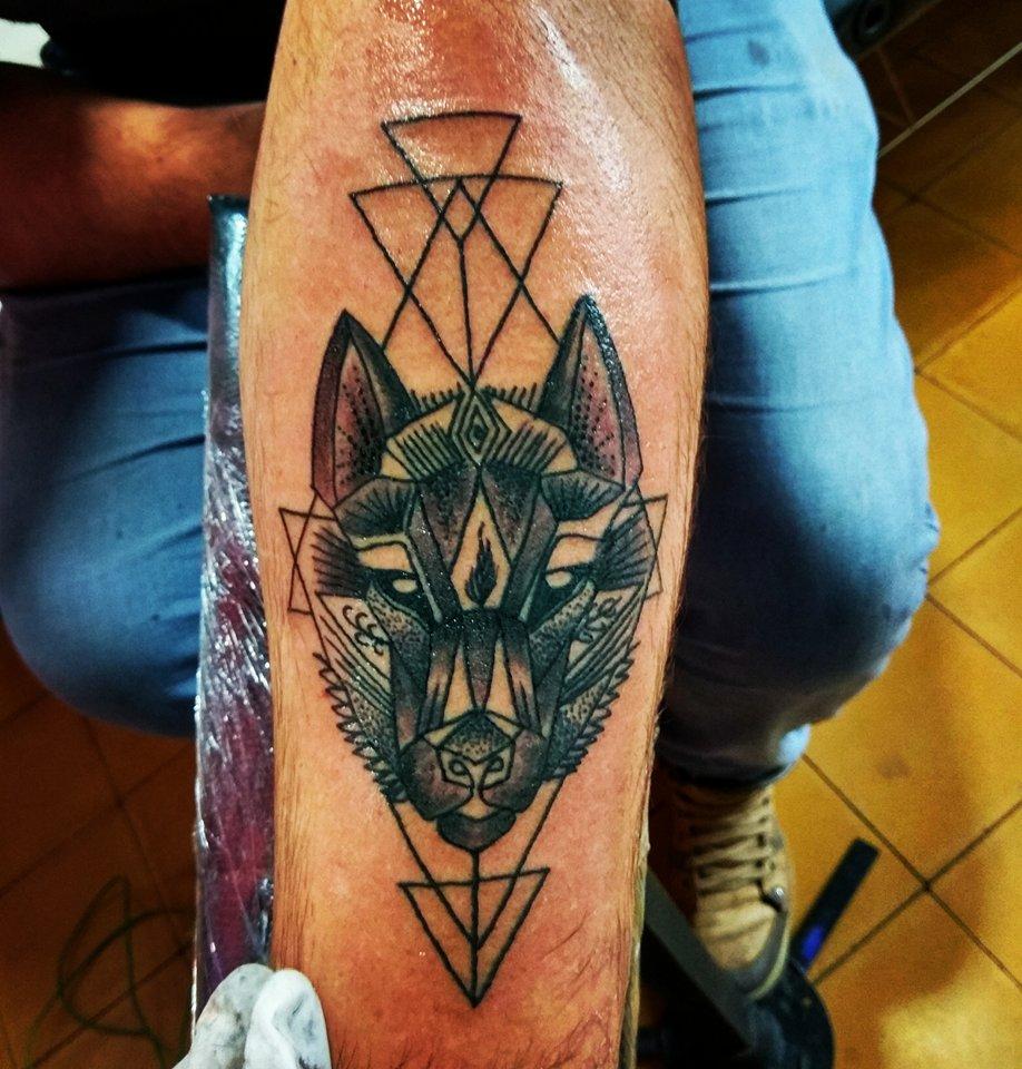 Tattoo De Lobo Geom 233 Trico Cuchotattoo