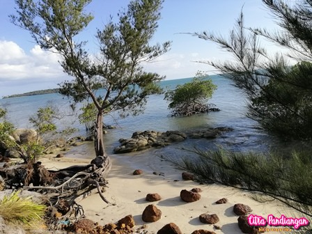Pantai Perawan di Tanjung Setumu Tanjungpinang