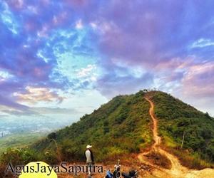 Situs Megalitikum Gunung Kasur