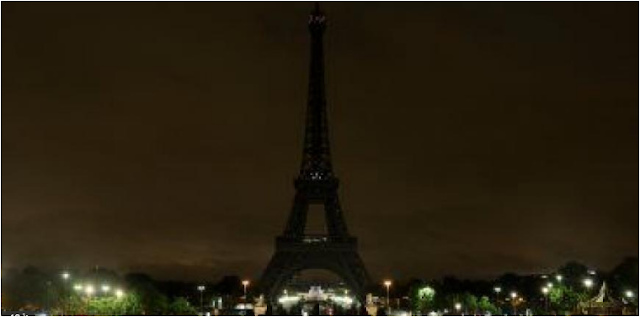 برج إيفل المظلم حدادا على شهداء مصر 24/11/2017