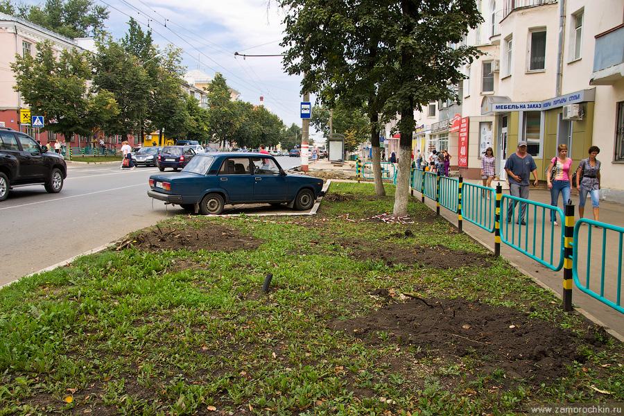 Саранск, проспект Ленина, 37, остановка Васенко, выкорчеванные деревья