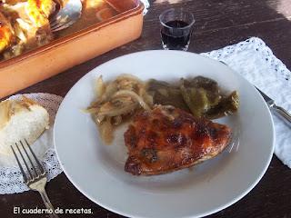 Pollo al horno con manzanas y verduras