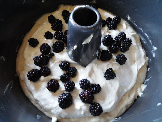 Blackberry-Cream-Cheese-Coffee-Cake-Blackberries.jpg