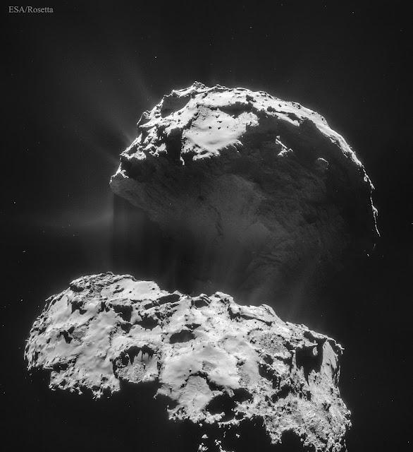 Sao chổi 67P Churyumov-Gerasimenko được chụp hình bởi tàu vũ trụ Rosetta của ESA vào đầu năm 2016. Credit: ESA.