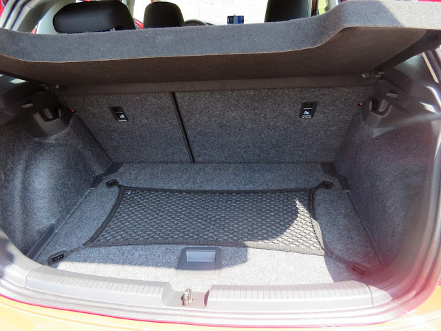 Volkswagen Polo 200 TSI Comfortline - porta-malas de 300 litros