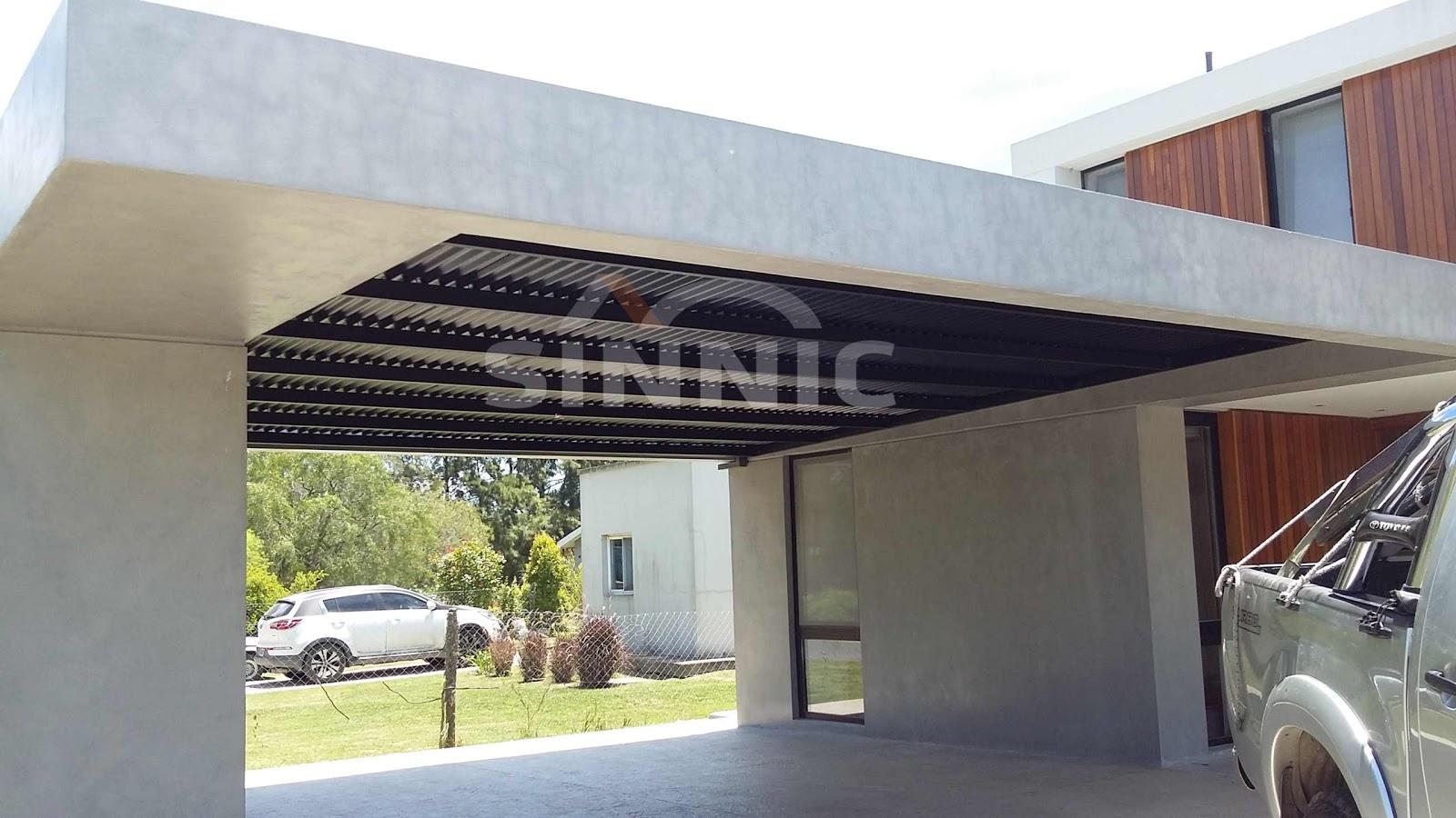 Techo de policarbonato pergolas aleros techo de chapa for Casas con techos de chapa de color