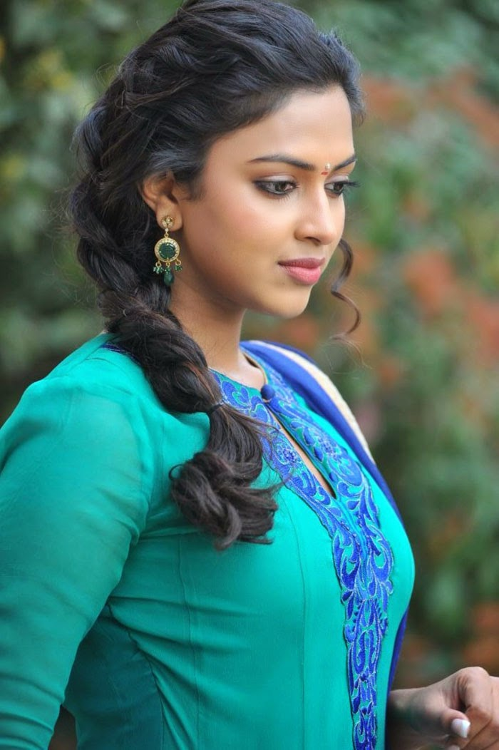 Amala Paul Age, Height, Birthday, Husband, Family, Biodata, Affairs