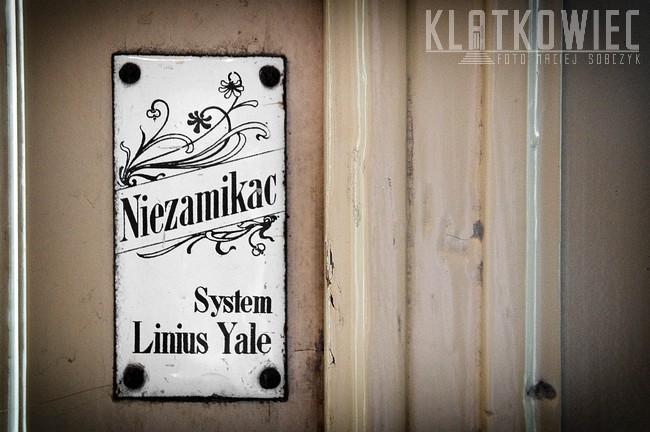 Kraków. System Linius Yale. Przedwojenna tabliczka.