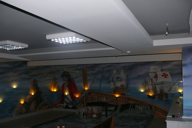 Malowidło ścienne 3D, mural w kręgielni o tematyce korsarskiej, Warszawa, aranżacja kręgielni