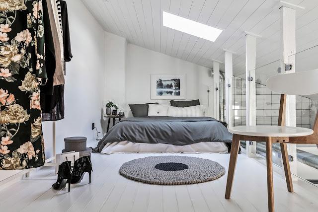 Dormitor la mansardă într-un apartament de numai 30 m²