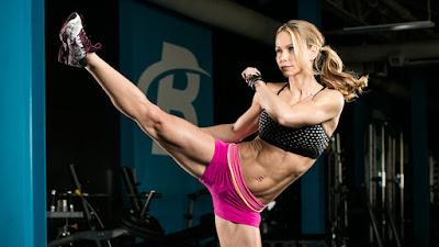 Latihan Kardio 15 Menit Zuzka Lights Lower-Body Workout