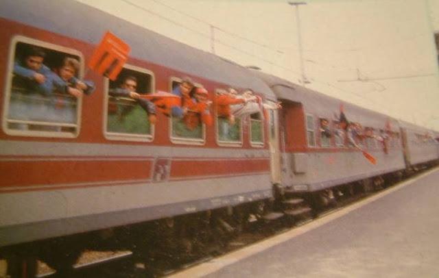 Treno speciale anni '80. Sicilia. Foto: http://a-f-s.forumattivo.com