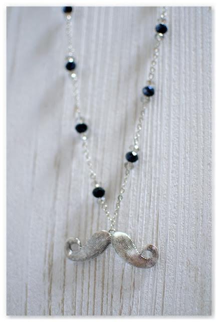 sautoir moustache perles à facettes noires