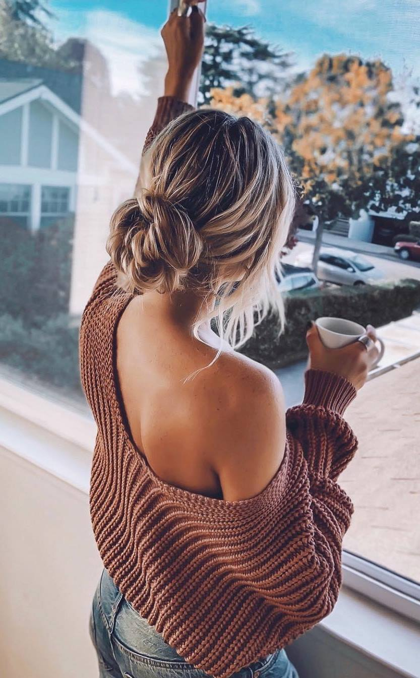 comfy outfit / brown one shoulder sweater and jeans