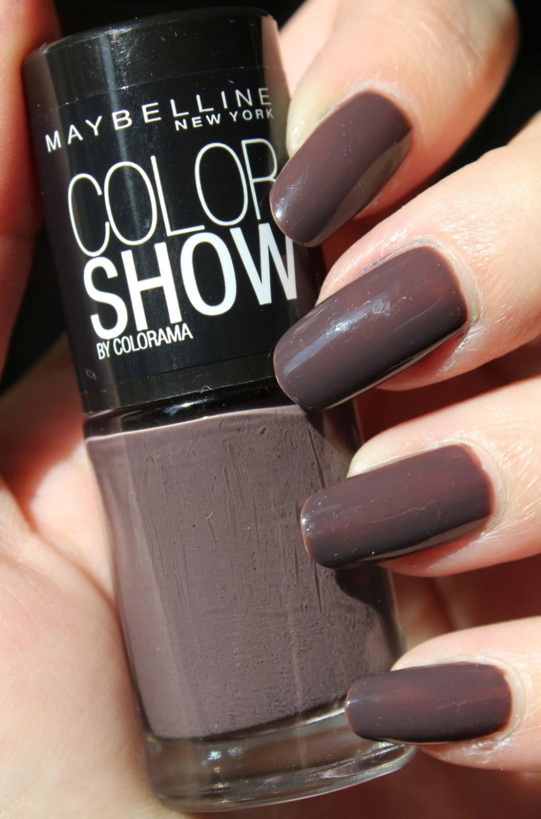 http://lacquediction.blogspot.de/2014/10/maybelline-colorshow-549-midnight-taupe.html