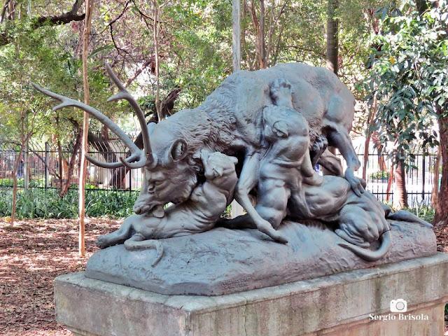 Close-up da Escultura Veado Atacado - Parque Buenos Aires - Higienópolis - São Paulo