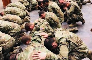 Mais de 1.800 soldados do Exército dos EUA se entregam a Jesus