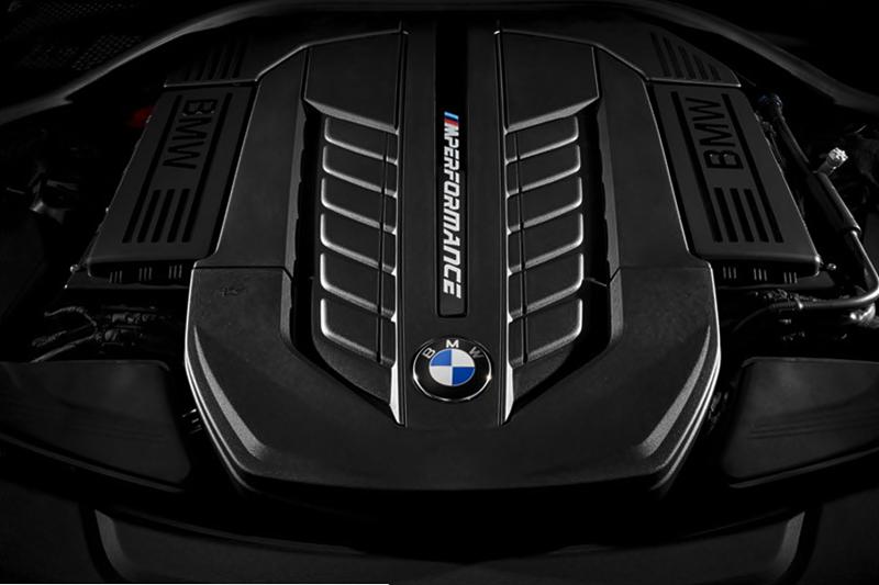 2019 BMW M8 Sports Car Review