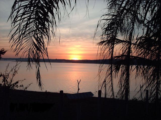 Amanhecer no Lago de Furnas
