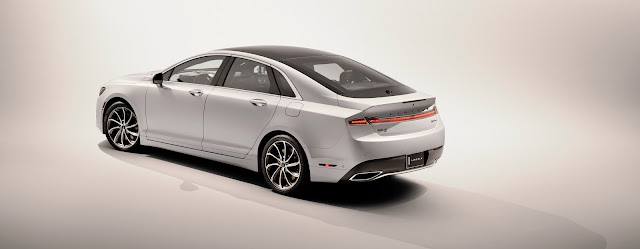 Rear 3/4 view of 2017 Lincoln MKZ