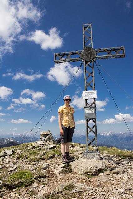 Von der Unteren Bodenhütte über den Hämmerkogel zum Seckauer Zinken - mittelschwere Wanderung in den Niederen Tauern - Gipfelkreuz