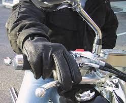 salah satu fitur penting yang terdapat pada kendaraan ialah rem Teknik Pengereman Sepeda Motor Yang Perlu Diketahui