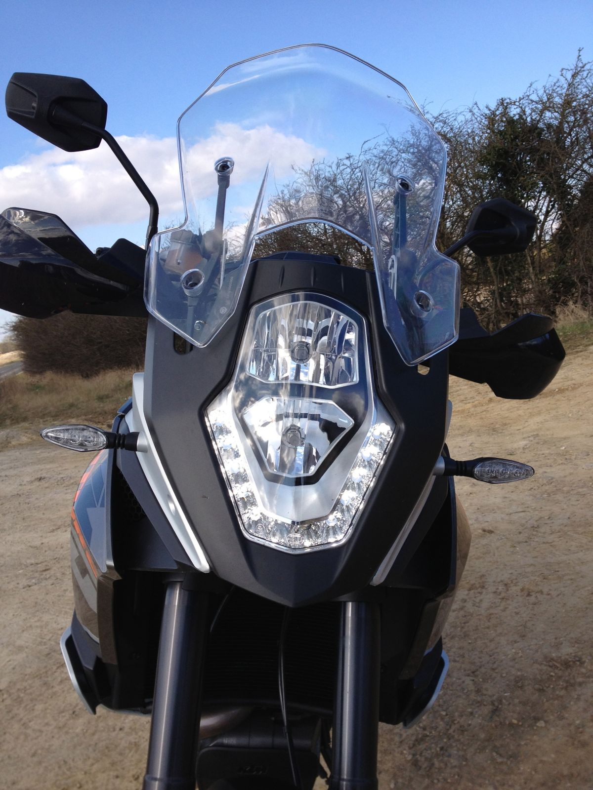 Gordos Travels Test Ride Ktm 1190 Adventure Automatic Bike Headlight Switch From Experience In Cars Lights Dont Come On When Its Bright But The Visibility Is Poor At Least You Can Turn Them Manually Car