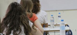 """Ποια μαθήματα θα """"δώσουν"""" φέτος στις Απολυτήριες Εξετάσεις οι μαθητές της Γ Λυκείου. Τι αλλάζει στις εξετάσεις για τη Νεοελληνική Γλώσσα και Νεοελληνική Λογοτεχνία."""