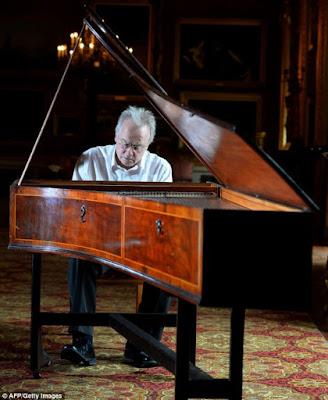 Những khó khăn và thuận lợi khi tham gia học piano ở tuổi trưởng thành