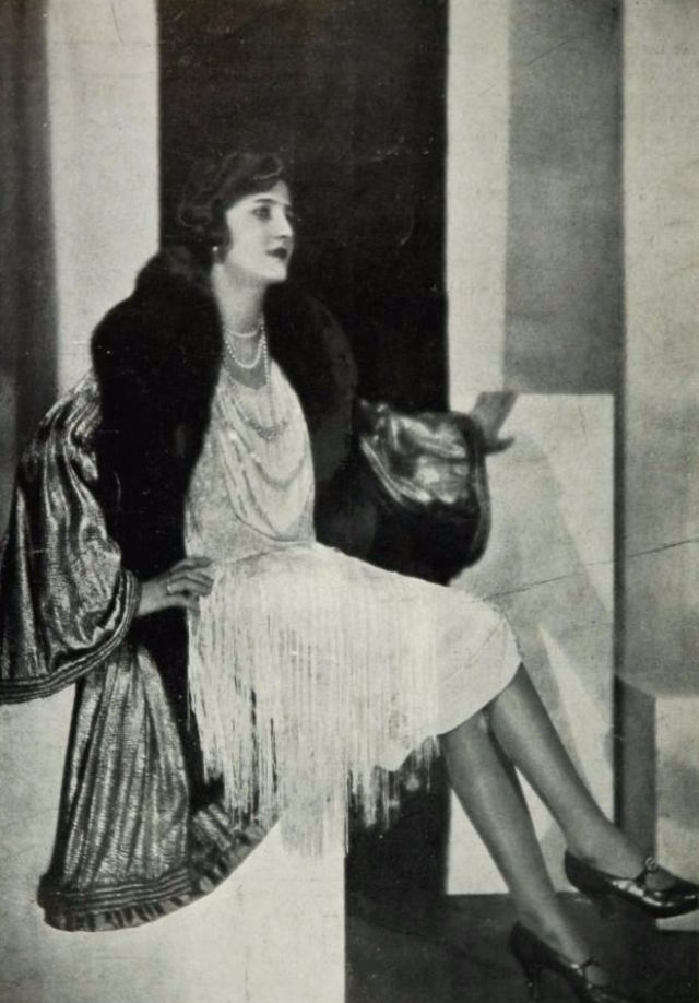 Fashion in the Roaring Twenties: 36 Gorgeous Vintage Photos of Women ...