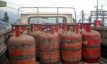 Gov clears bank account enough for LPG subsidy, Aadhaar not mandatory