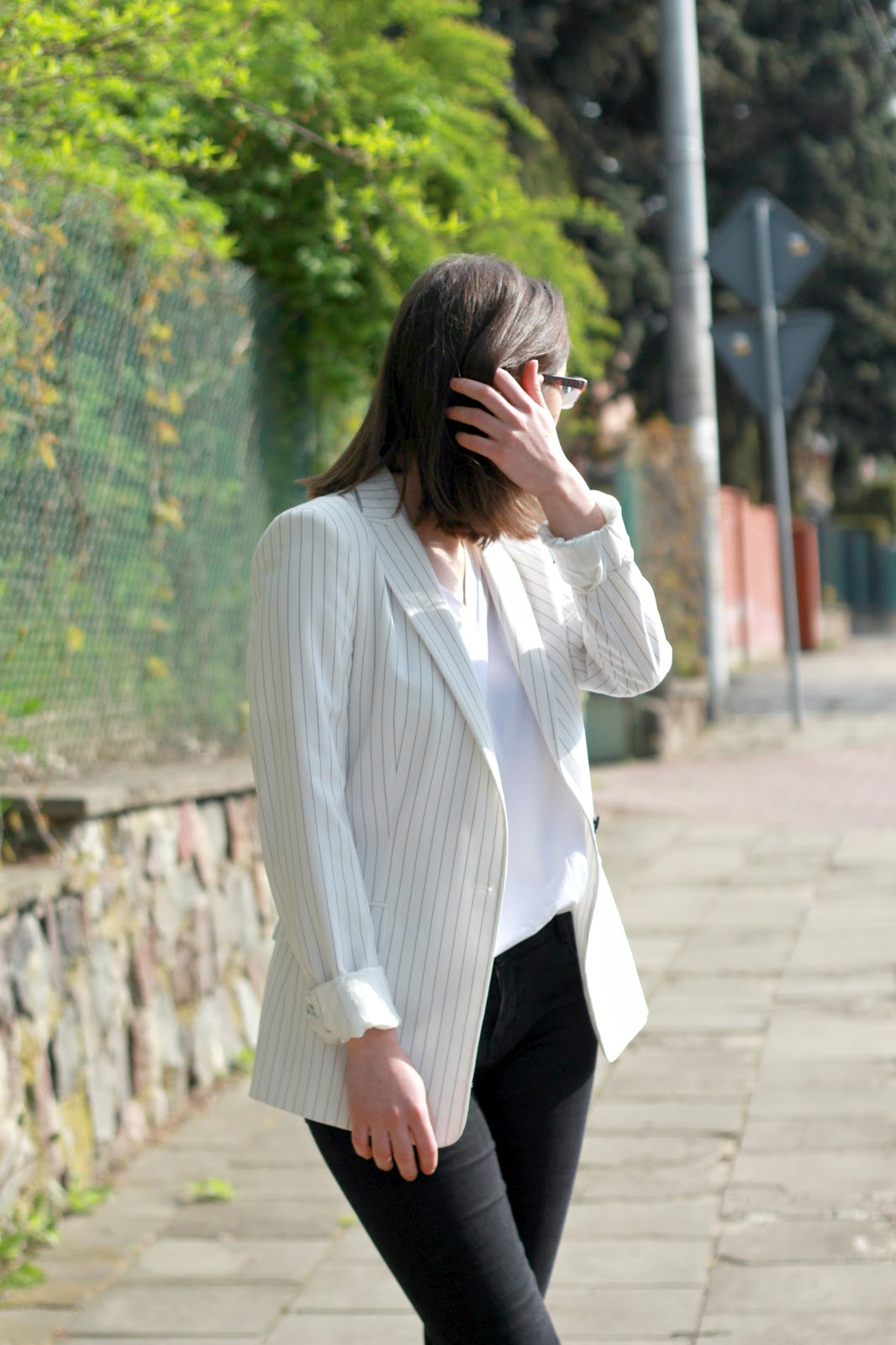 Blogerka modowa Białystok, biała marynarka w paski Zara