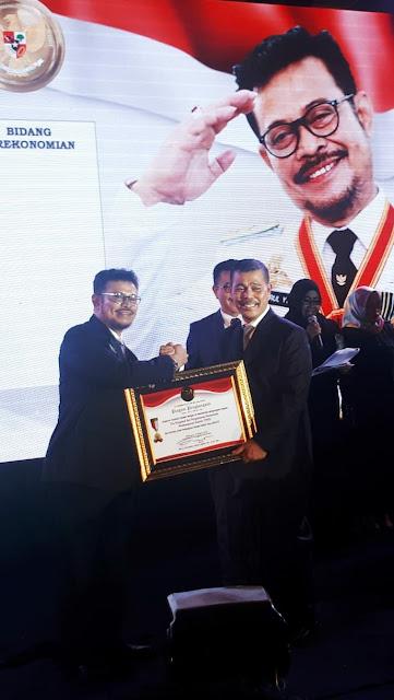 Kejati Sulsel Terima Penghargaan Atas Kontribusi Pembangunan Sulsel
