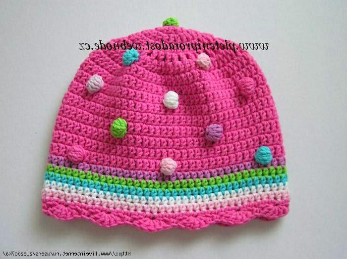 Как украсить вязаную шапку?