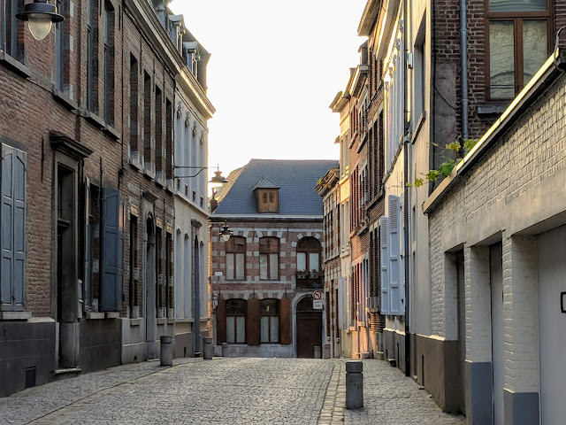 What to do in Mons Belgium in one day: cobbled streets and brick buildings