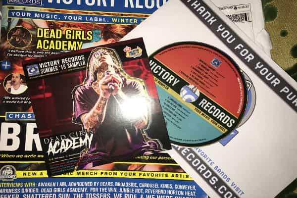 اثبات وصول DVD و ملصقات و كتالوج من فريق Victory Records مجانا أحصل عليها أنت أيضا الى باب بيتك