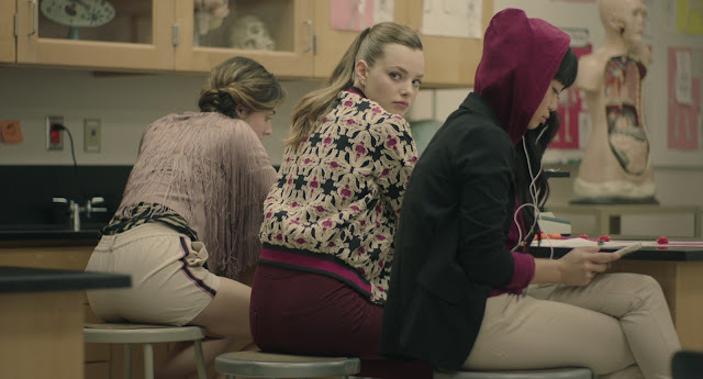 Kristine Froseth em Sierra Burgess é uma loser. Comédia adolescente com Noah Centineo e Shannon Purser.