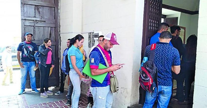 Cerca de 100 niños venezolanos no fueron matriculados por directores de colegio y perderían año escolar, informó defensoría del Pueblo en Arequipa