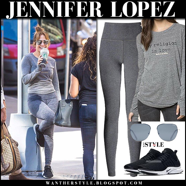 Jennifer Lopez in grey slogan top spiritual gangster, grey leggings lululemon and black sneakers nike air presto workout fashion october 20 2017