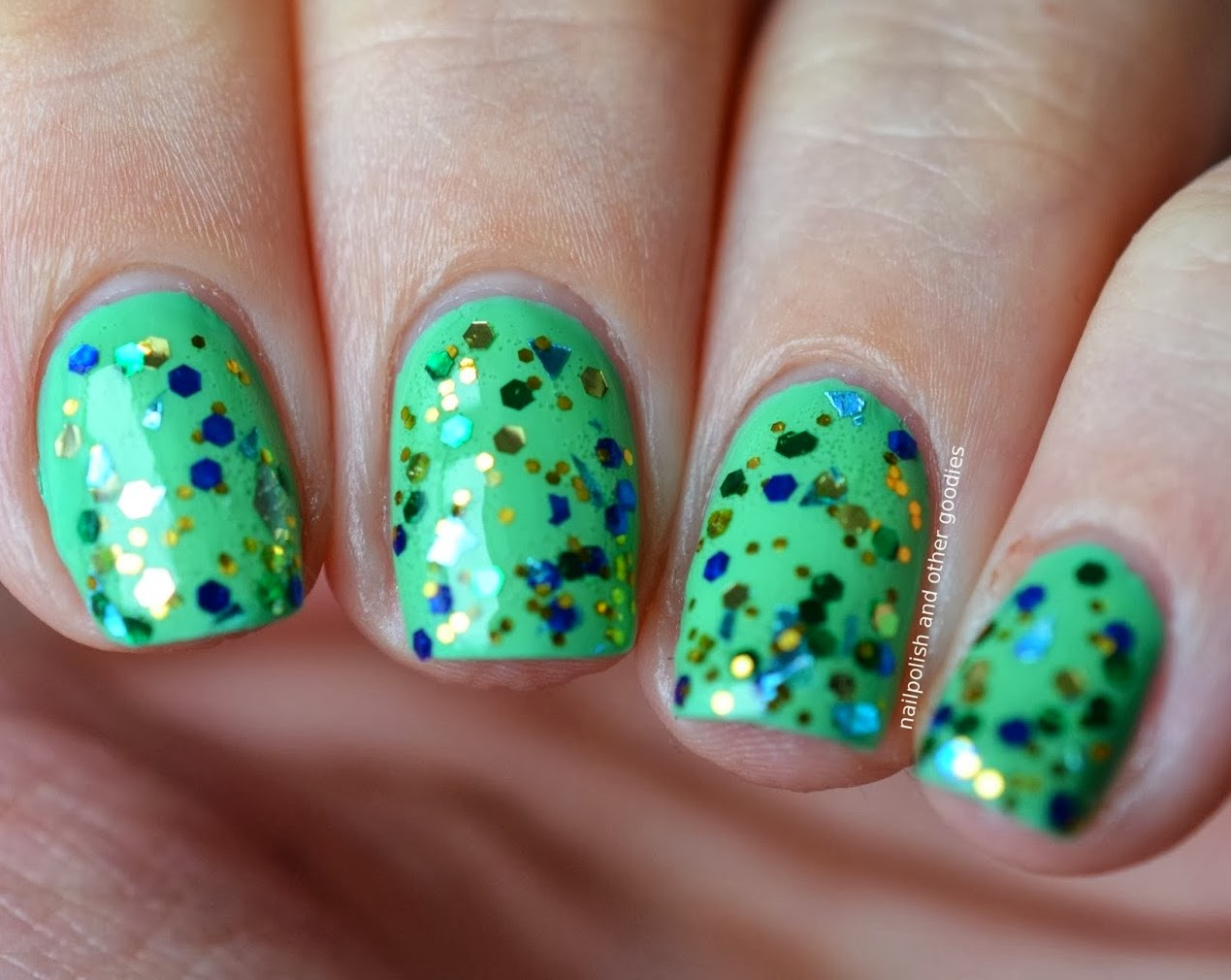 http://nailpolish-and-other-goodies.blogspot.de/2014/01/nails-of-day-topper-time-dancing-queen.html
