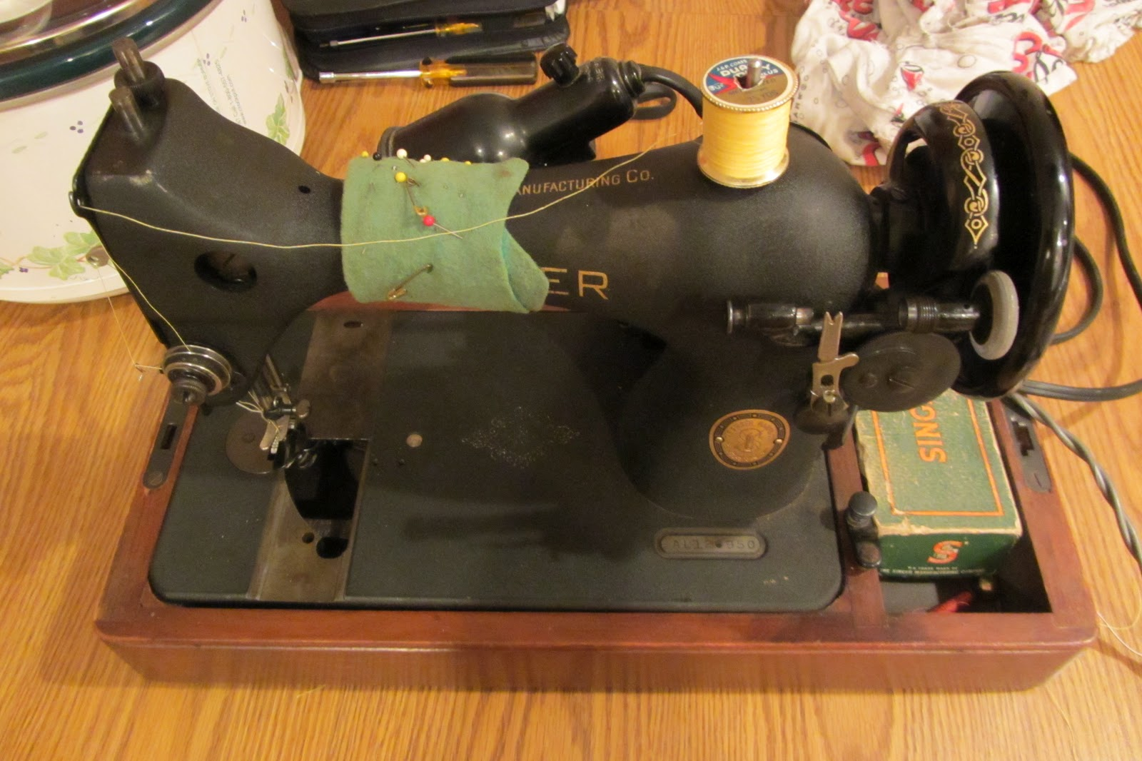 My Newest Sewing Machine Is A 1960s Montgomery Ward Urr 273 Unit That Was Made In An By Company Called Hy This Very Ful But