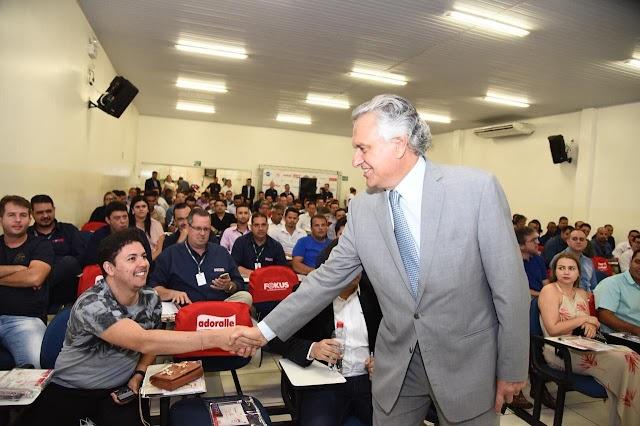 """""""Teremos diálogo com os Poderes, com os segmentos e com a sociedade"""", diz Caiado em evento com supermercadistas"""