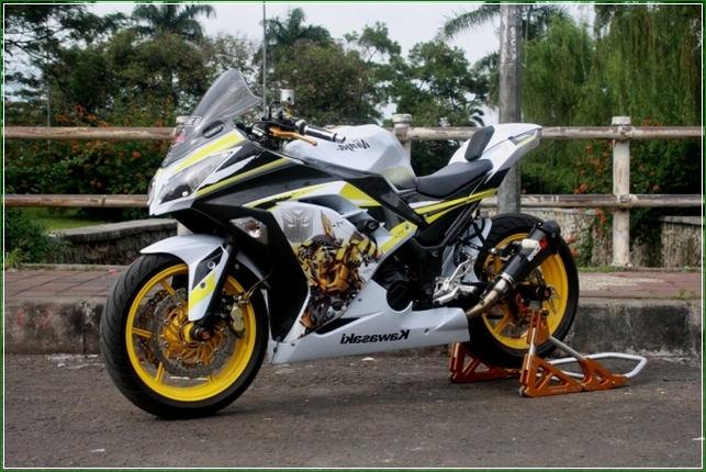 Modifikasi Tangki Bensin Tambah Gede - Contoh Gambar Dan Foto Konsep Desain Modifikasi Kawasaki Ninja 4 Tak 250cc Sporti Ala Moge Keren Banget