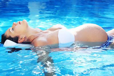 tập luyên bơi lội cho chị em trong quá trình thai sản